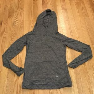 Gap fit hooded workout shirt size small